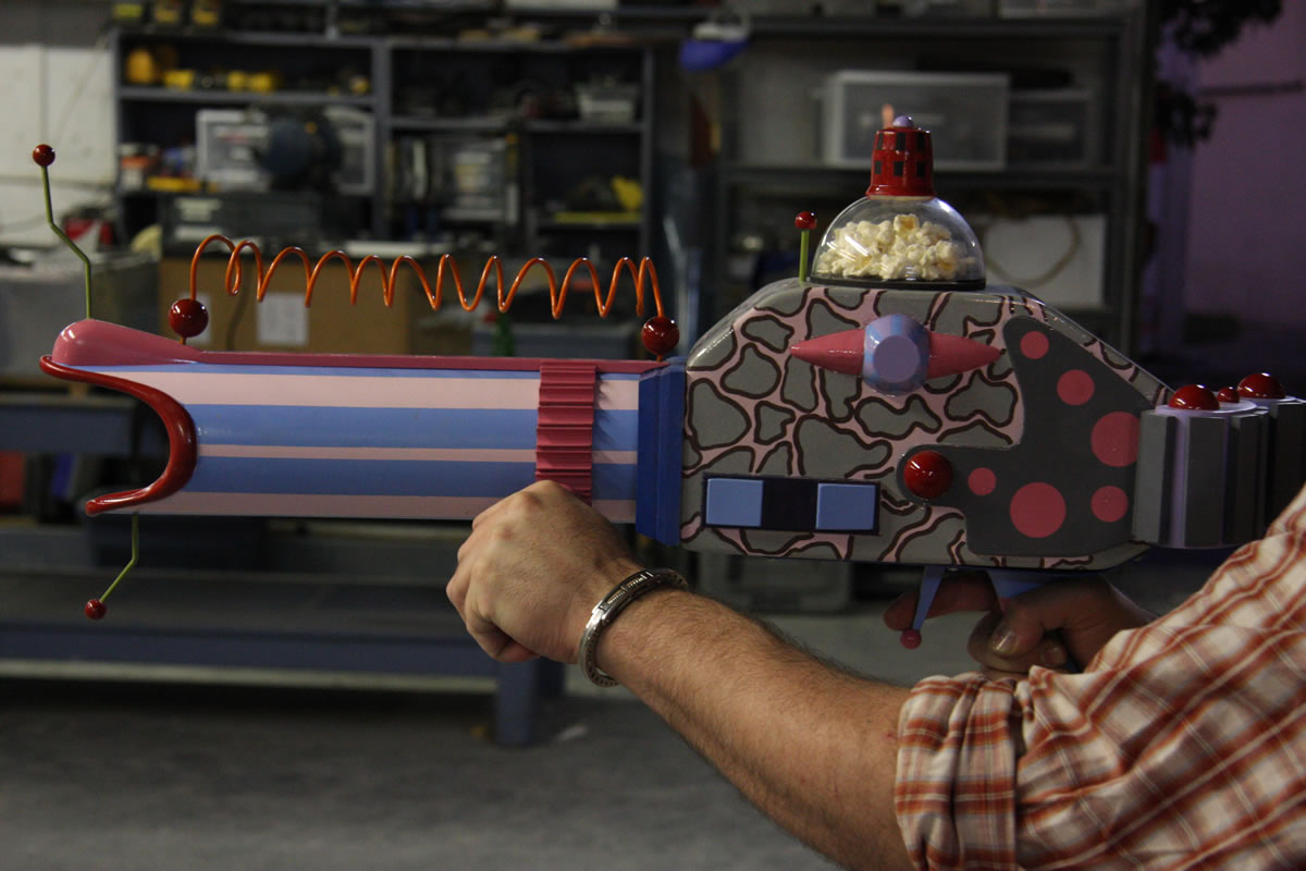 'Killer Klown' Popcorn Shooting Gun Reproduction